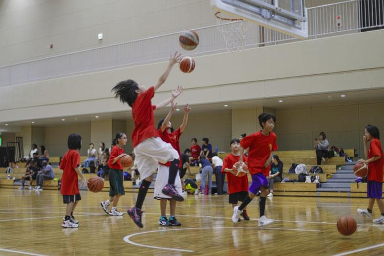 Children from Marine Corps Air Station Iwakuni and the local Japanese area participate in the Hiroshima Dragonflies Youth Basketball Clinic at the Atago Sports Complex, Aug. 23, 2019. The clinic gave American and Japanese children the opportunity to learn and play basketball with professional athletes. (U.S. Marine Corps photo by Pfc. Triton Lai)