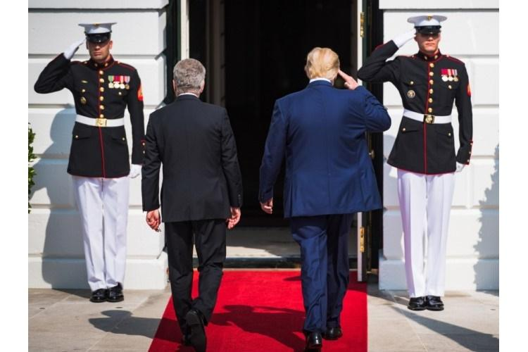 U.S. Marines salute President Donald Trump as he walks with Finnish President Sauli Niinistö in Washington, D.C., Oct. 2, 2019. All Marines wearing their dress or service uniforms are now allowed to use umbrellas, ending a long tradition and bringing the Corps generally in line with other services. They must be carried in the left hand to allow for salutes, according to existing regulations. (ZACHERY PERKINS/U.S. ARMY)