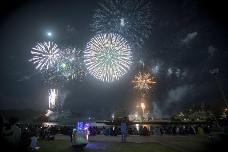 U.S. Navy Sailors and Shimoda residents enjoy a fireworks display from Madogahama Kaiyu Park during the 80th annual Shimoda Black Ship Festival. The Navy's participation in the festival celebrates the heritage of U.S.-Japanese naval partnership first established by Commodore Matthew Perry's 1853 port visit. (Photo by Mass Communication Specialist 1st Class Jeremy Graham)