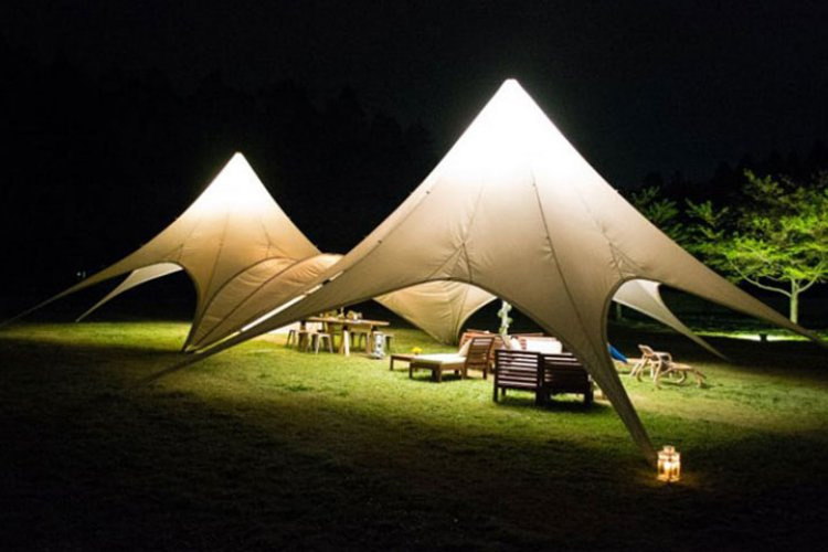 Exquisite tents in Romantic-mura. Photo by Mehdi Fliss