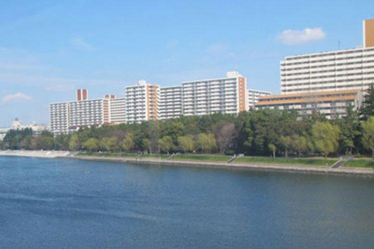 The coastal area of Shinagawa as seen from the Tokyo monorail. Photos by Takahiro Takiguchi