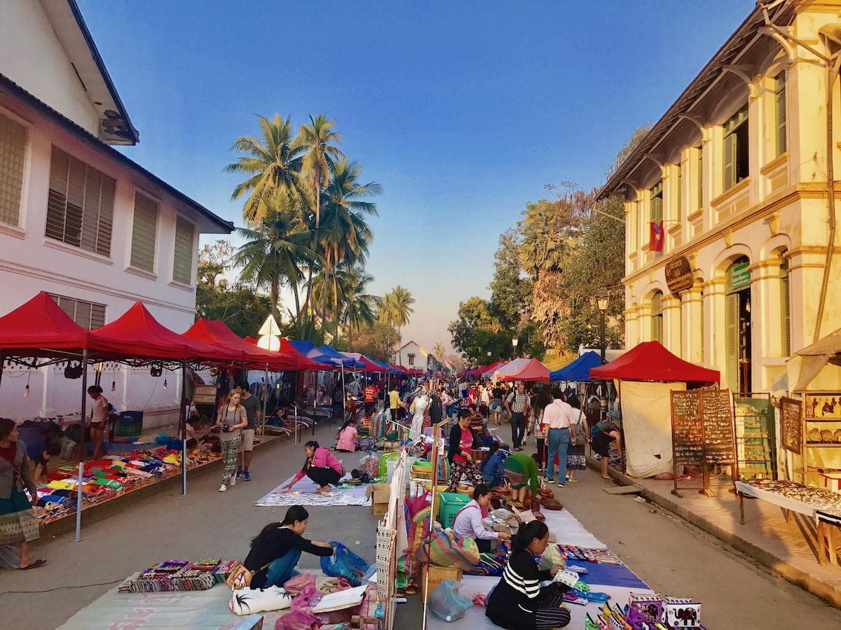 describe the night market in your town When describing a place such as a desert or city it was a town of machinery and tall chimneys if your child wants to describe what a sidewalk looks like.